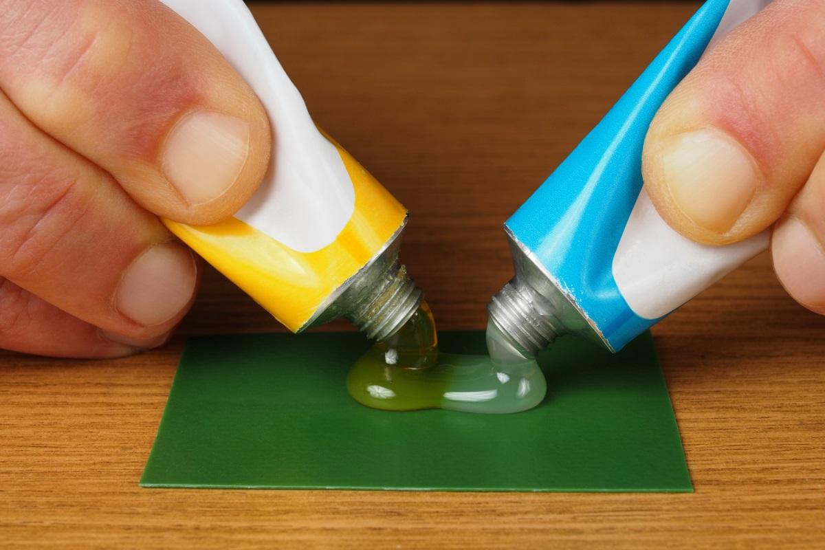 Química e Derivados, Adesivos de epóxi exigem a combinação de dois componentes